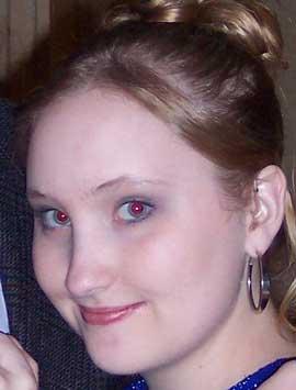 ritratto con occhi rossi
