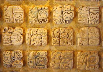 iscrizioni maya impresse sullo stucco